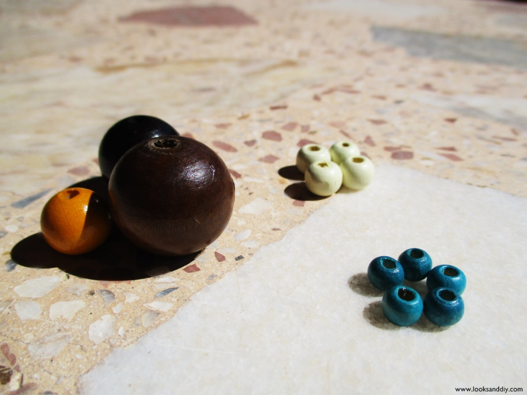 1 DIY collar con bolas de madera-min