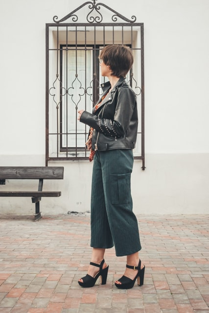 Pantalón con bolsillos laterales | Pantalón cargo fácil y sin moldes
