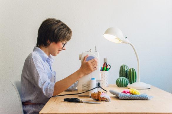 postura al coser